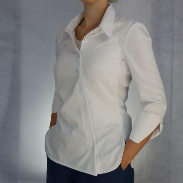 Weiße Hemdbluse mit schräger verdeckter Knopfleiste