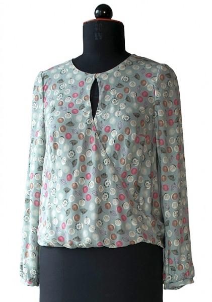 Bluse aus graugrundiger Viskose mit floralen Motiven