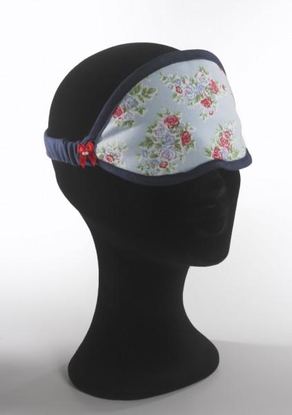 hellblaue Schlafmaske mit Blumenmotiv, dunkelblau eingefaßt mit rotem Schleifchen