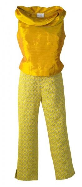 Frontansicht gemusterte gelbe 7/8 Hose kombiniert mit gelbem Top