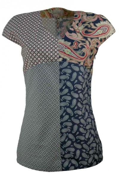 Bluse aus vier verschiedenen gemusterten Stoffen