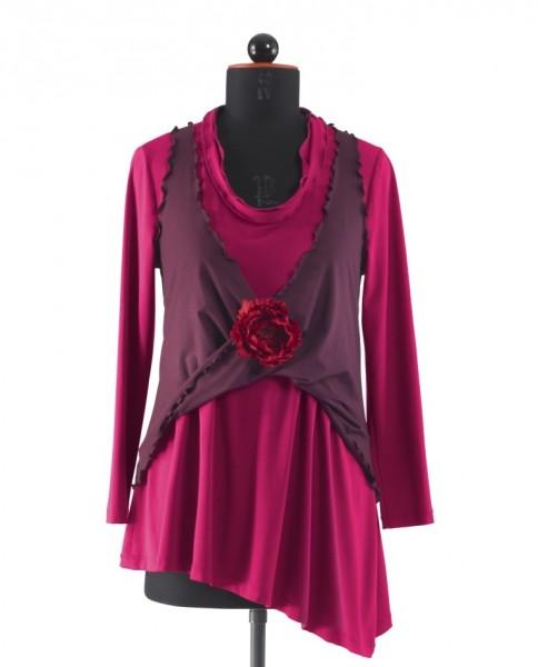 Kombination aus weitem pinkfarbigem T-Shirt und und lila Top, Frontansicht