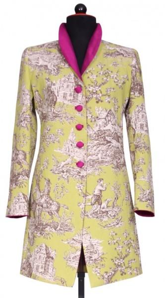 Frontansicht grün gemusterter Gehrock mit violetter, einreihiger Knopfleiste und Schalkragen an Schneiderbüste