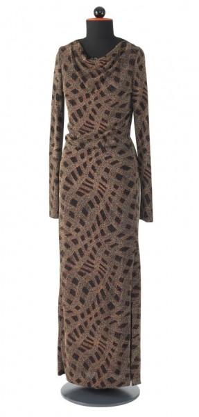 schmal geschnittenes, langes Kleid mit langen Ärmeln und Wasserfallausschnitt